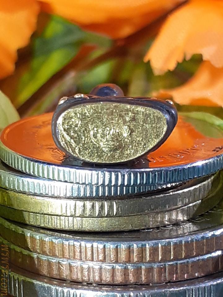 Phra Chaiwat Puengthong, gold leaf covering under the base of Ajarn Character, found 1 Phra Chaiwat Puengthong as of 25/05/21/พระชัยวัฒน์ หมุดทอง แผ่นทองคำปิดใต้ฐาน จารย์อักขระ พบ1องค์ พระชัยวัฒน์ หมุดทอง ณ.วันที่25/05/2564