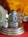 พระชัยวัฒน์ รัชกาล ปางสมาธิ บัวรอบ แผ่นปิดใต้ฐานทองคำจารย์ ยันต์พุฒซ้อน เนื้อสัมริด หล่อเต็มองค์ พบ1องค์ ณ.วันที่09/03/2564